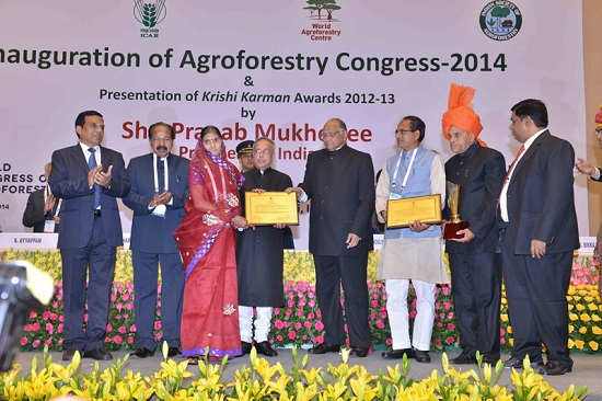 Leading women and men farmers in India received Krishi Karman awards from Shri Pranab Mukherjee, Honourable President of India, during the WCA2014 inauguration ceremony on 10 February 2014. Photo by Ram Singh/ICRAF